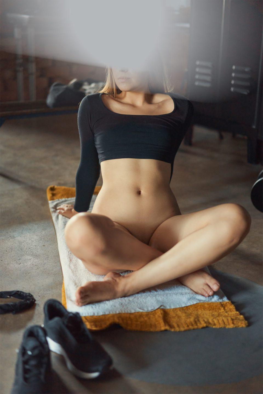 Escort Model Amber auf dem Handtuch
