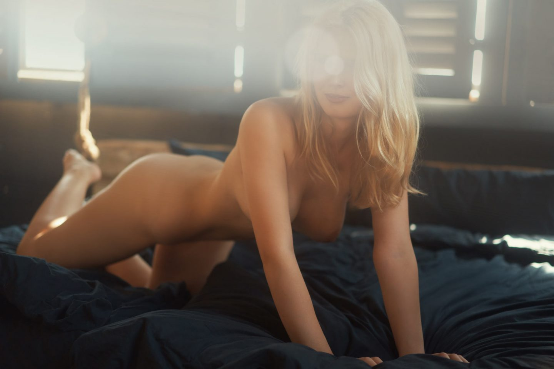 Girlfriend Escort Model Valentina in erotischer Pose